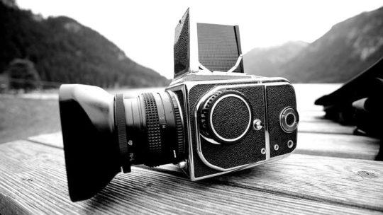 La caméra vidéo numérique avec de bons équipements