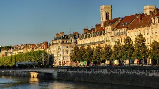 Déménager à Besançon : quand toute la famille intervient dans sa réalisation