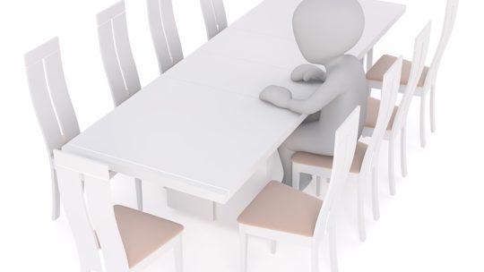 Opter pour une table faite en inox, pourquoi