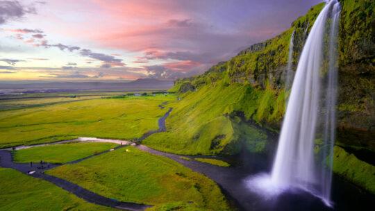 Choses A Faire En Islande : Une Terre Diversifiée Constituée D'éruptions De Lave Provenant De La Glace Et De Rivières Traversant Des Déserts